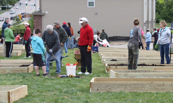 SLCL Installs Third Community Garden at the Grants View Branch