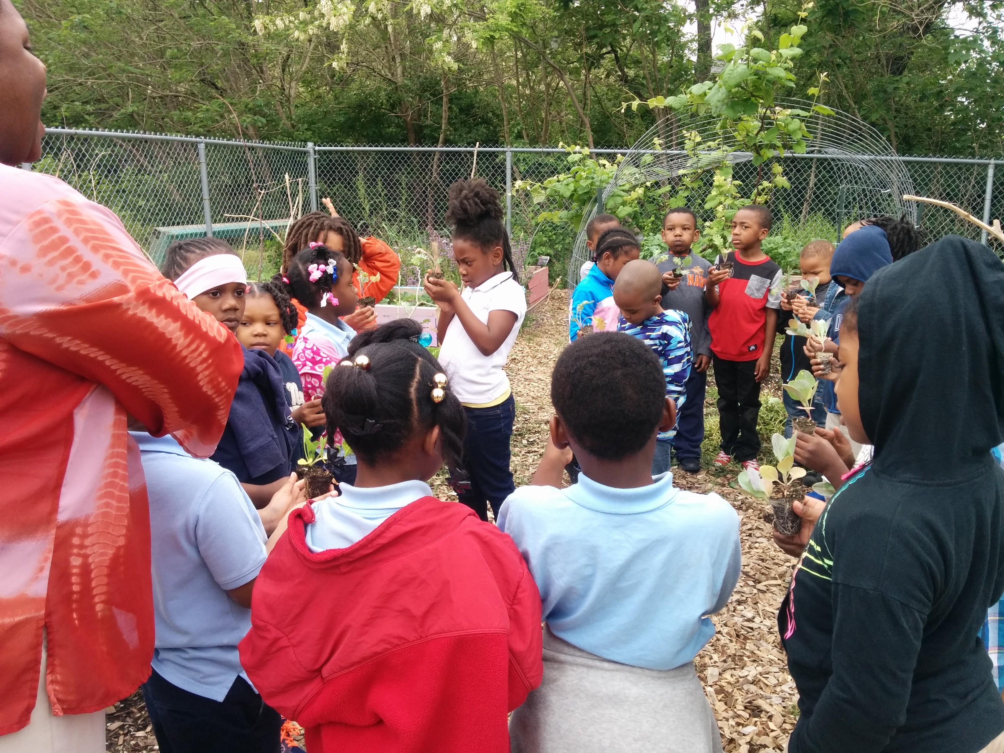 Nina Warren with students in Clay Elementary School Garden 01