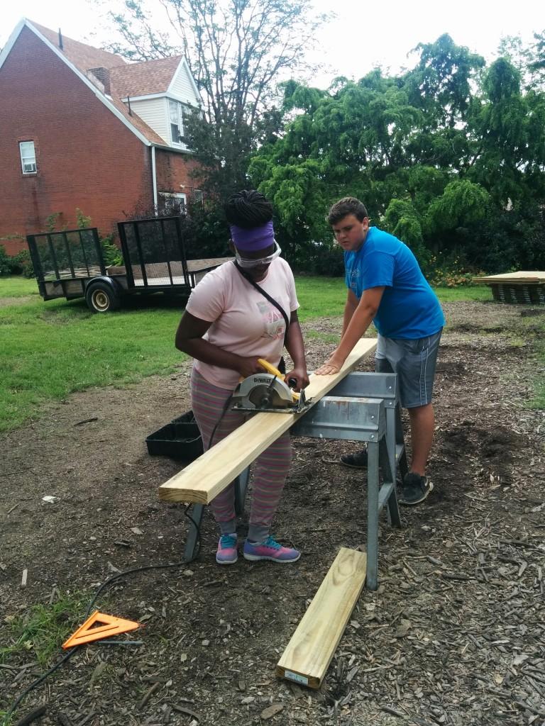 tenisha showing volunteer how to use tools